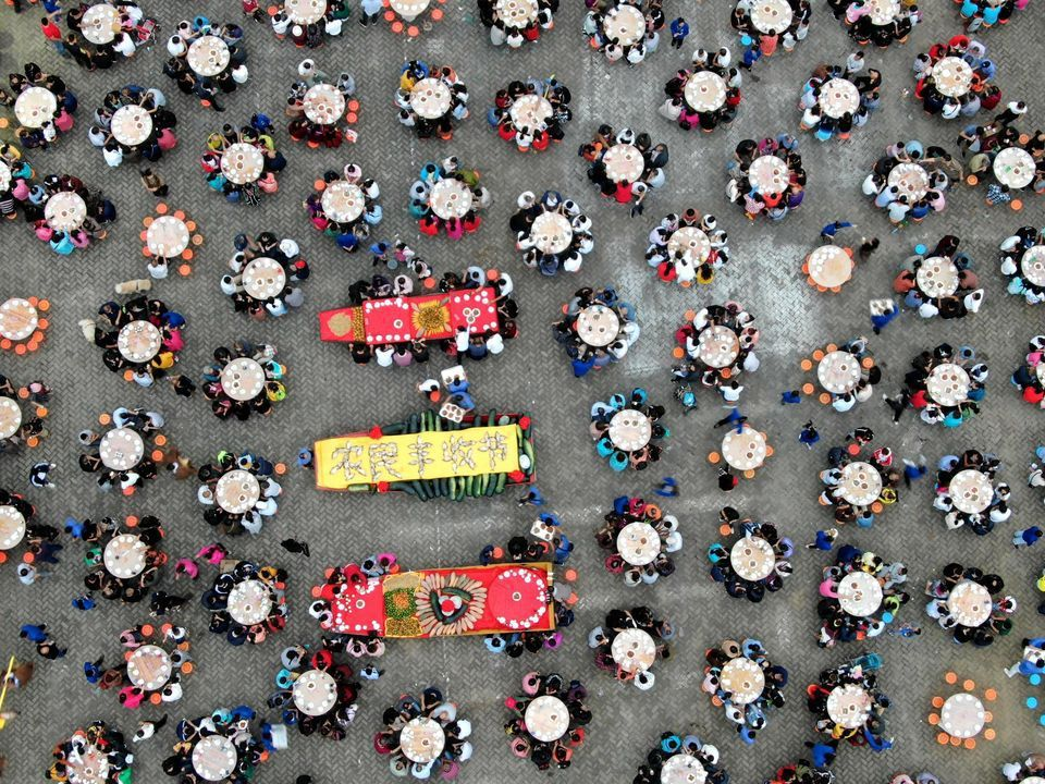 Banquet pour l'ouverture d'un festival agricole, dans la province du Henan, en Chine, le 15 septembre. Photo Wang Zhongju. China News Service. VCG via Getty Images