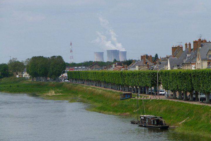 Pollution radioactive de l'eau du robinet le long de la Seine, de la Loire, à Paris, en Île-de-France...