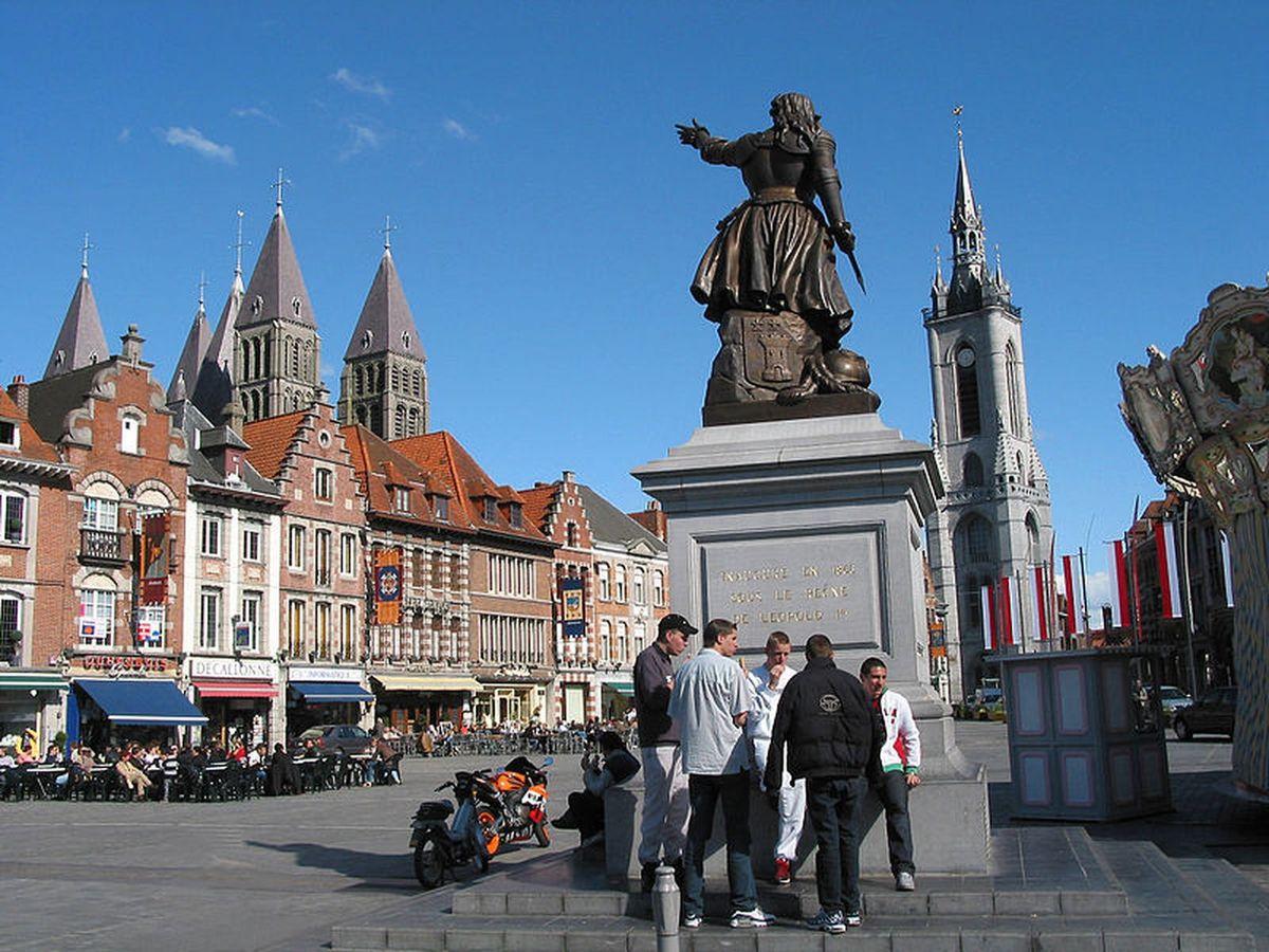 Tournai et la cathédrale aux 5 tours de 83 mètres