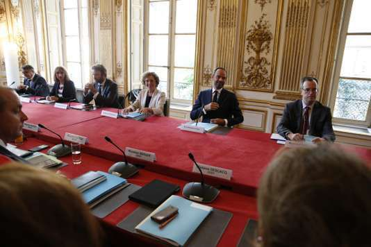 Muriel Penicaud et Edouard Philippe à Matignon, le 31 août, pendant la rencontre avec les syndicats, à l'occasion de la présentation des ordonnances de la loi travail. Jean-Claude Coutausse/ french-politics pour le monde En savoir plus sur http://www.lemonde.fr/politique/article/2017/08/31/reforme-du-code-du-travail-ce-que-contiennent-les-ordonnances_5179082_823448.html#TMMtdXYWUkMH6kgw.99