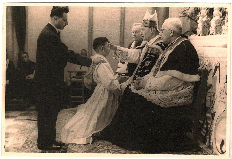 "Amiens. La ""Confirmation"". Avril 1961. © DR"