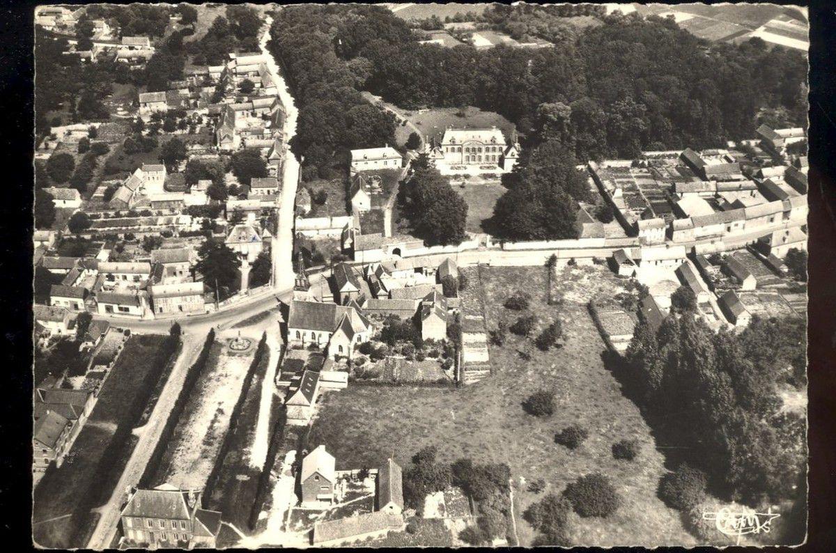 Contay. Vue aérienne. 1950. © Editions Combier.