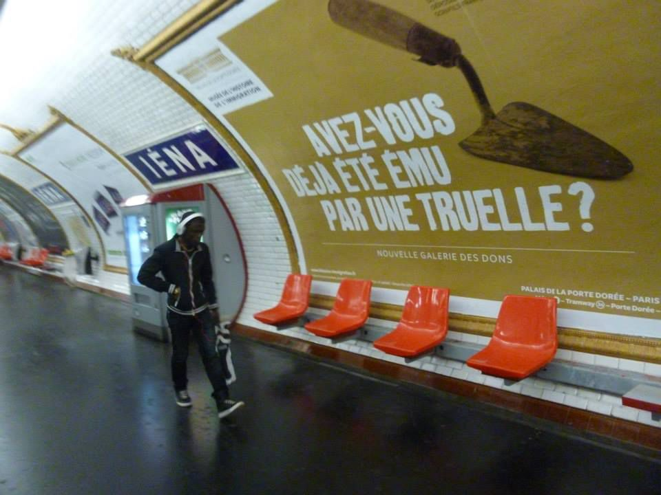 Paris. Métro Iéna. Août 2014. © Jean-Louis Crimon