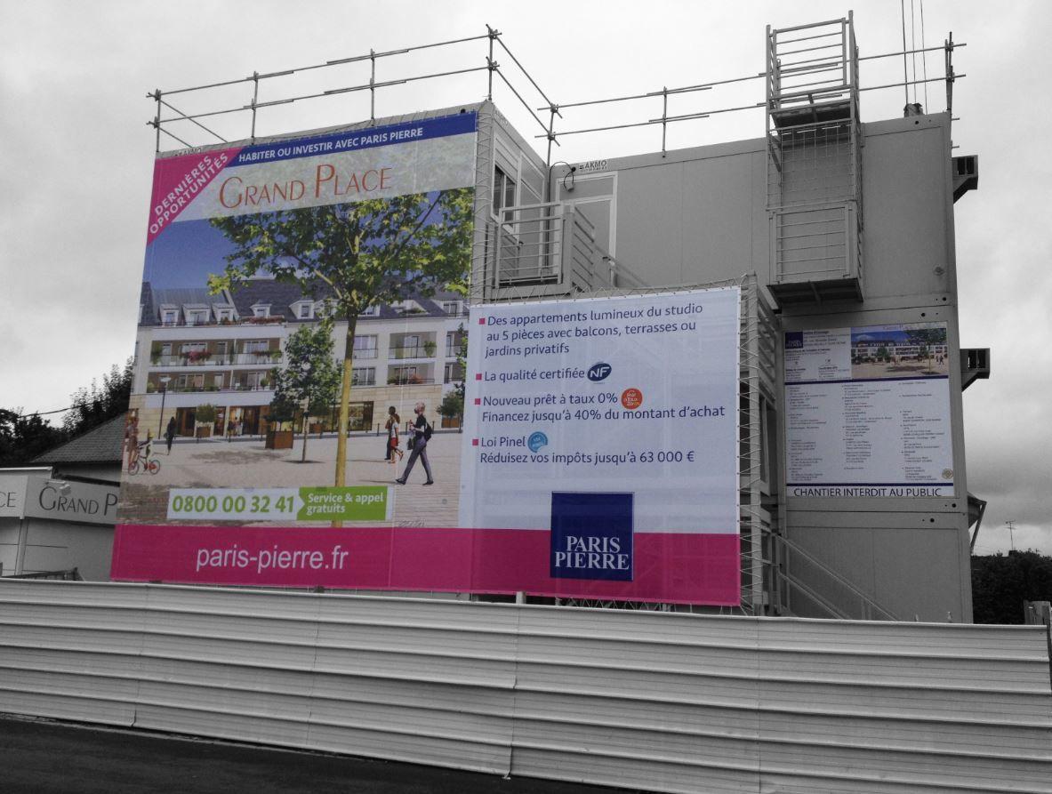 Communication publicité bâche de chantier, promotion immobilière grand format. voir aussi habillage de chantier.