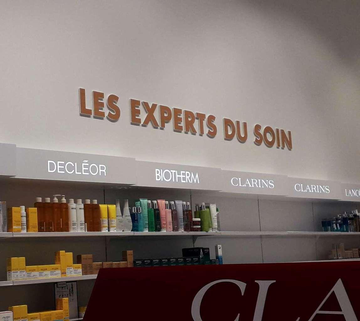 AGENCEMENT DÉCORATION /  Identité visuelle et signalétique de magasin