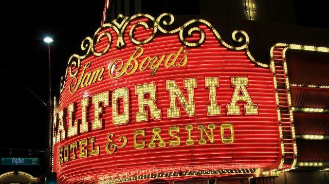 130 Las Vegas by night 2015
