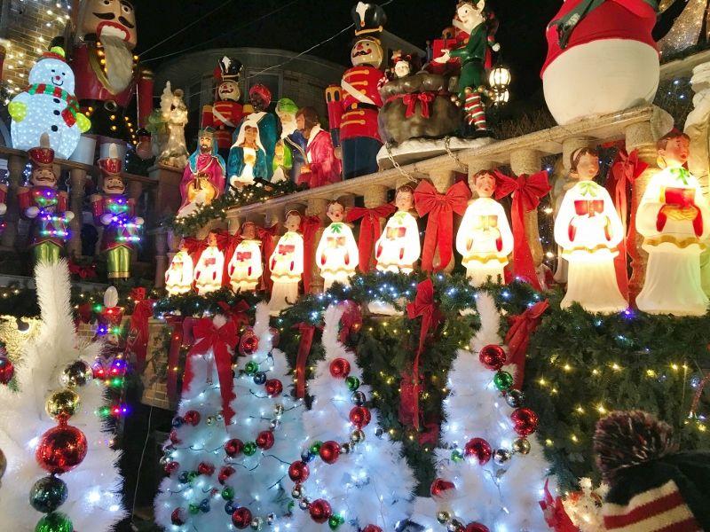 Dyker Heightz Christmas lights / illuminations des maisons particuliers : crèche, père Noël New York partie 4
