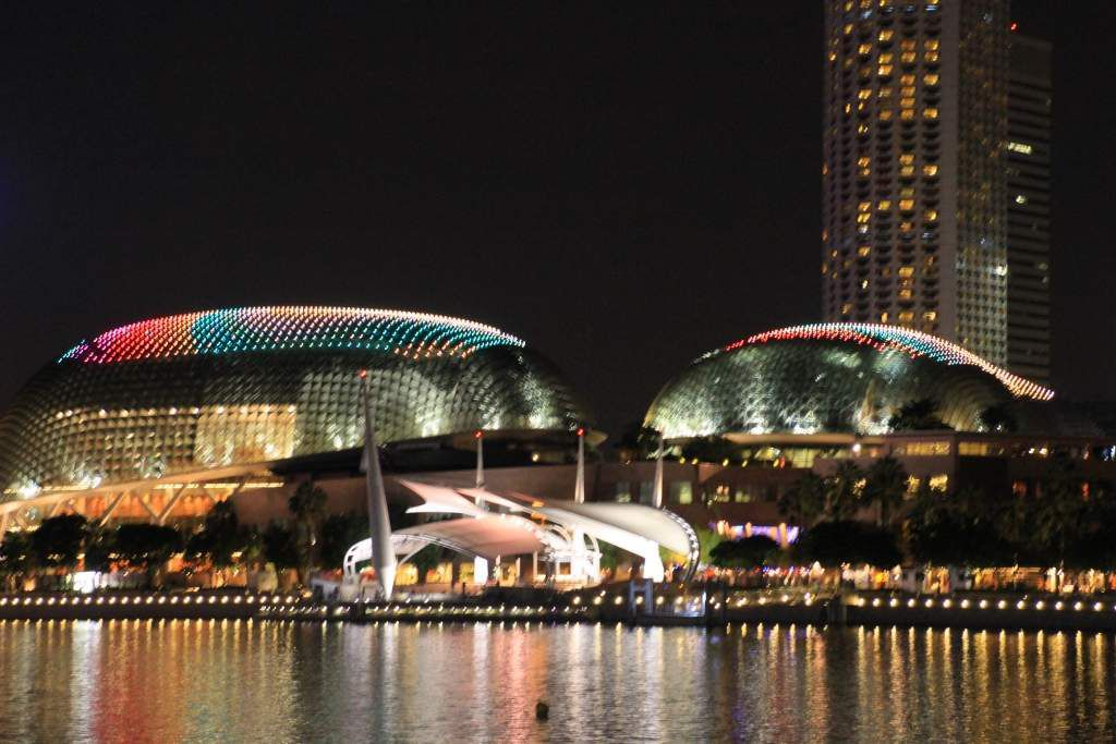 142 Singapour by night