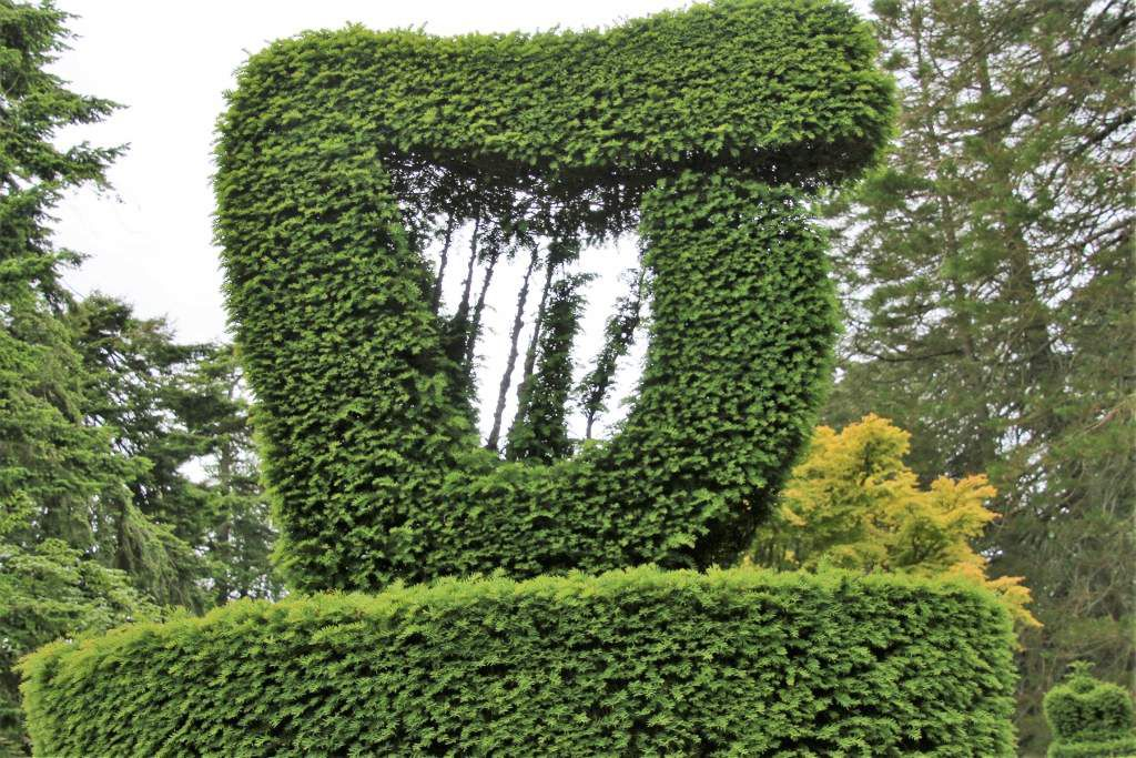 Mount Stewart house : Ifs et cyprès sculptés Irlande du Nord
