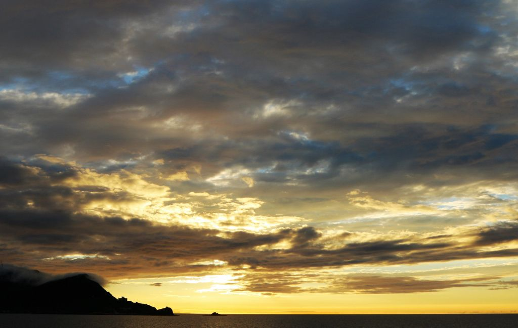 Soleil et arc en ciel en mer du Japon