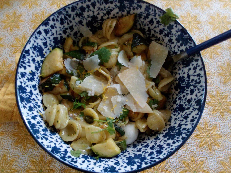 Orechiettes 🍝 courgettes & pesto coriandre 🌿 pistaches