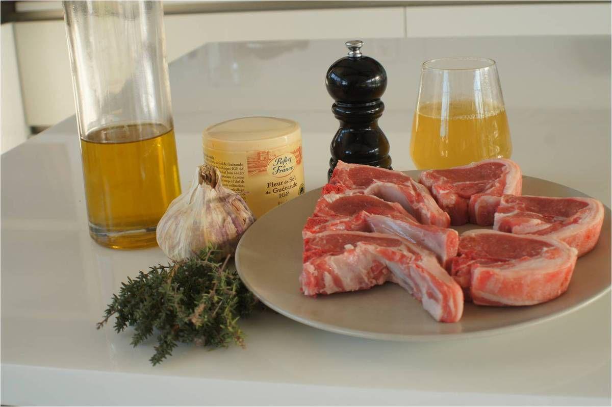 Côtes d'agneau au thym frais et crème d'ail
