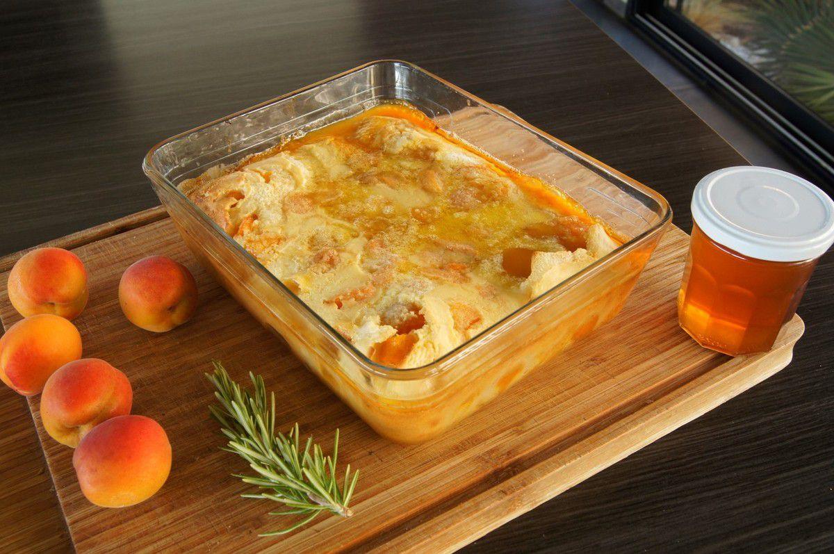 Clafoutis d'abricots, miel et romarin