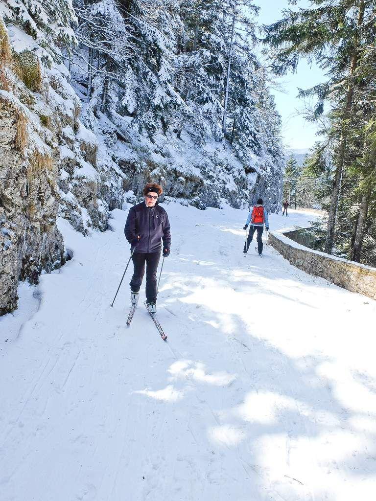 Route de la Coche, cabane de la Coche, les hauts Plateaux et le Grand Veymont avec une neige de printemps magnifique à skater.