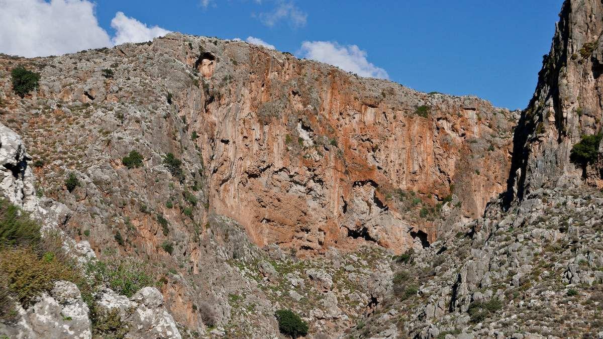Repérage aux gorges de Zakros et repérage d'un jolie secteur en rocher rouge.