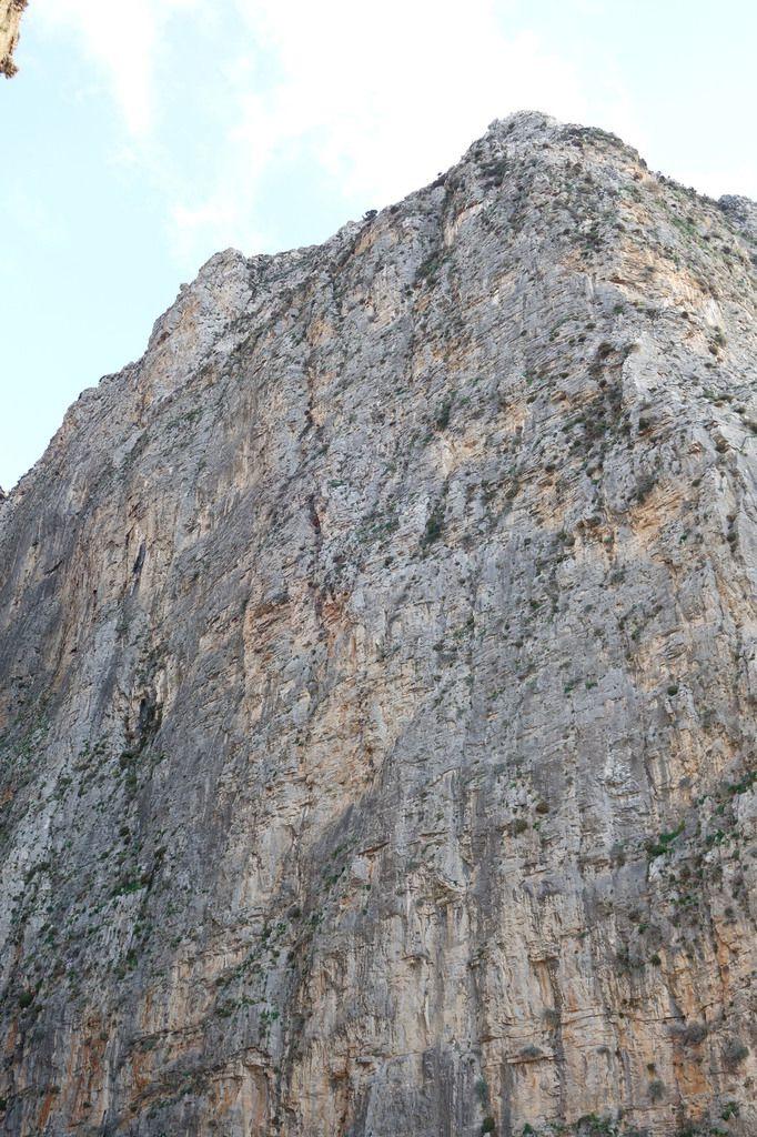 Ha canyon ( prononcer Ka), des voies Precht et un rocher qui ne nous séduit pas, nous irons ailleurs.