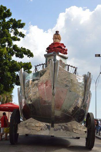 Il Carro di Santa Rosalia, allestito per il Festino di alcuni anni fa... Il carro è sovente in forma di barca