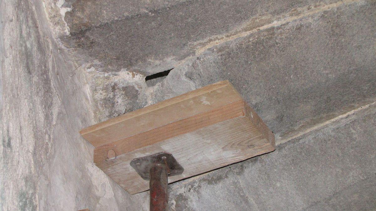 Restauration de la cheminée du premier niveau ...