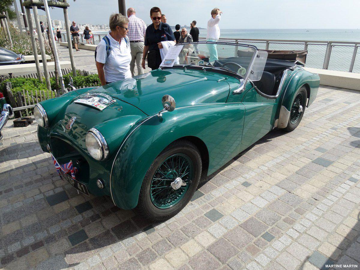 Belles anglaises au Sables d'Olonne : MG et Triumph