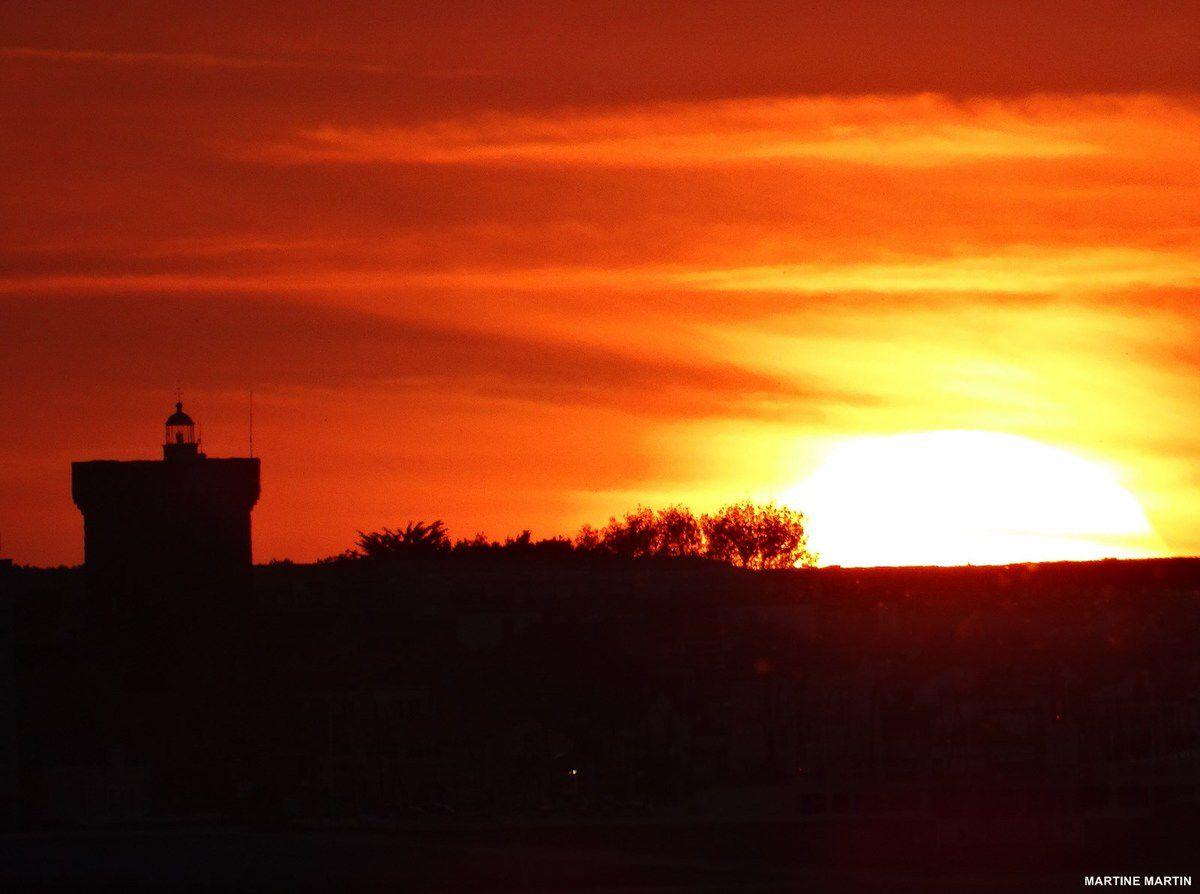 Coucher de soleil sur le château d'olonne