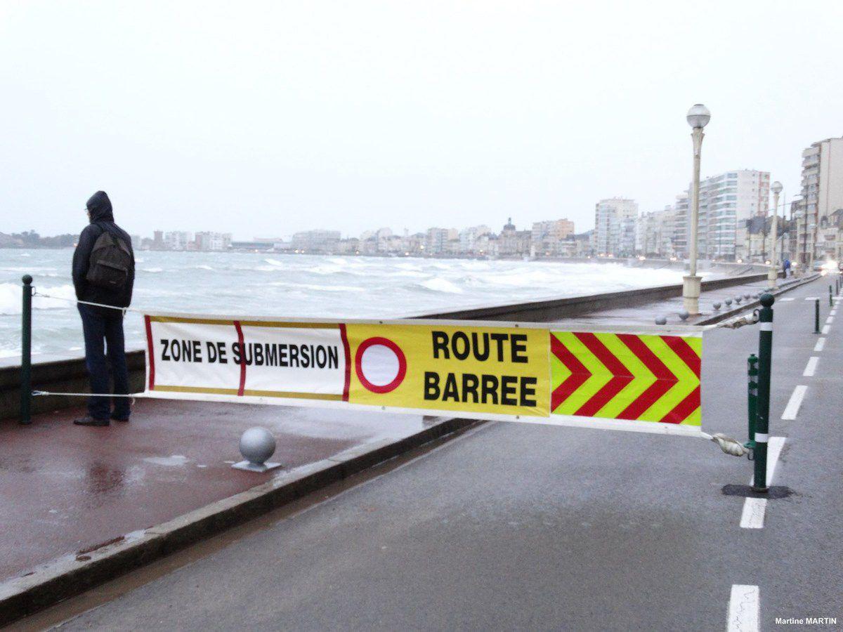 31 janvier 2014 : Marée haute sur le remblai des Sables