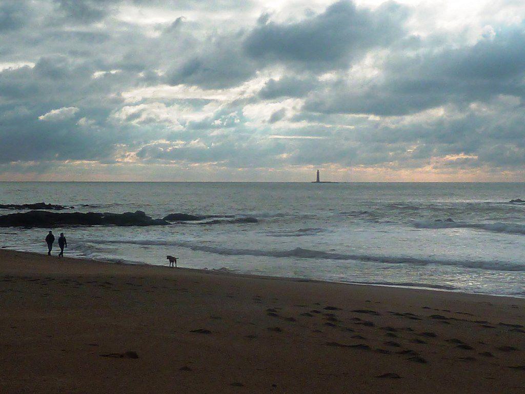 Promenade sur la plage d'Olonne sur mer