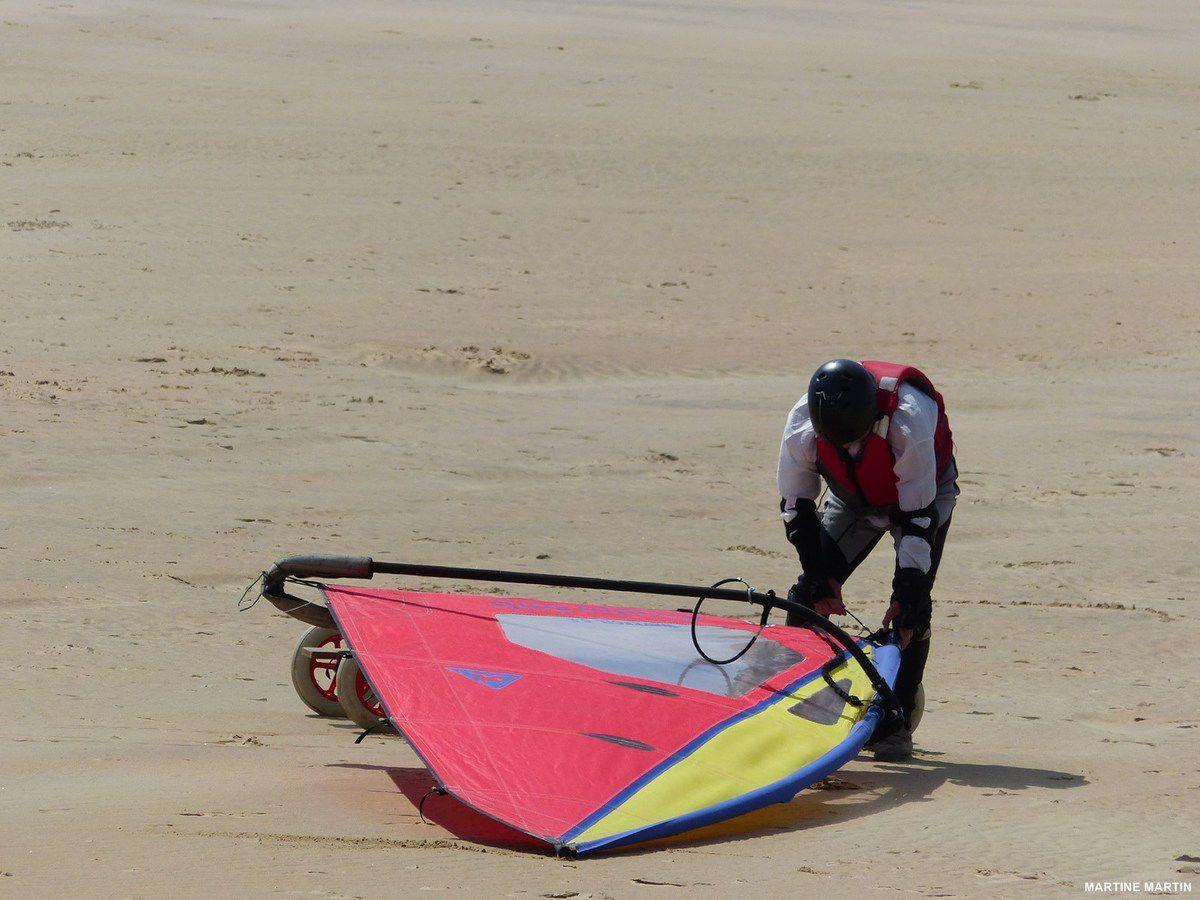 Char à voile et kitesurf sur la plage du veillon