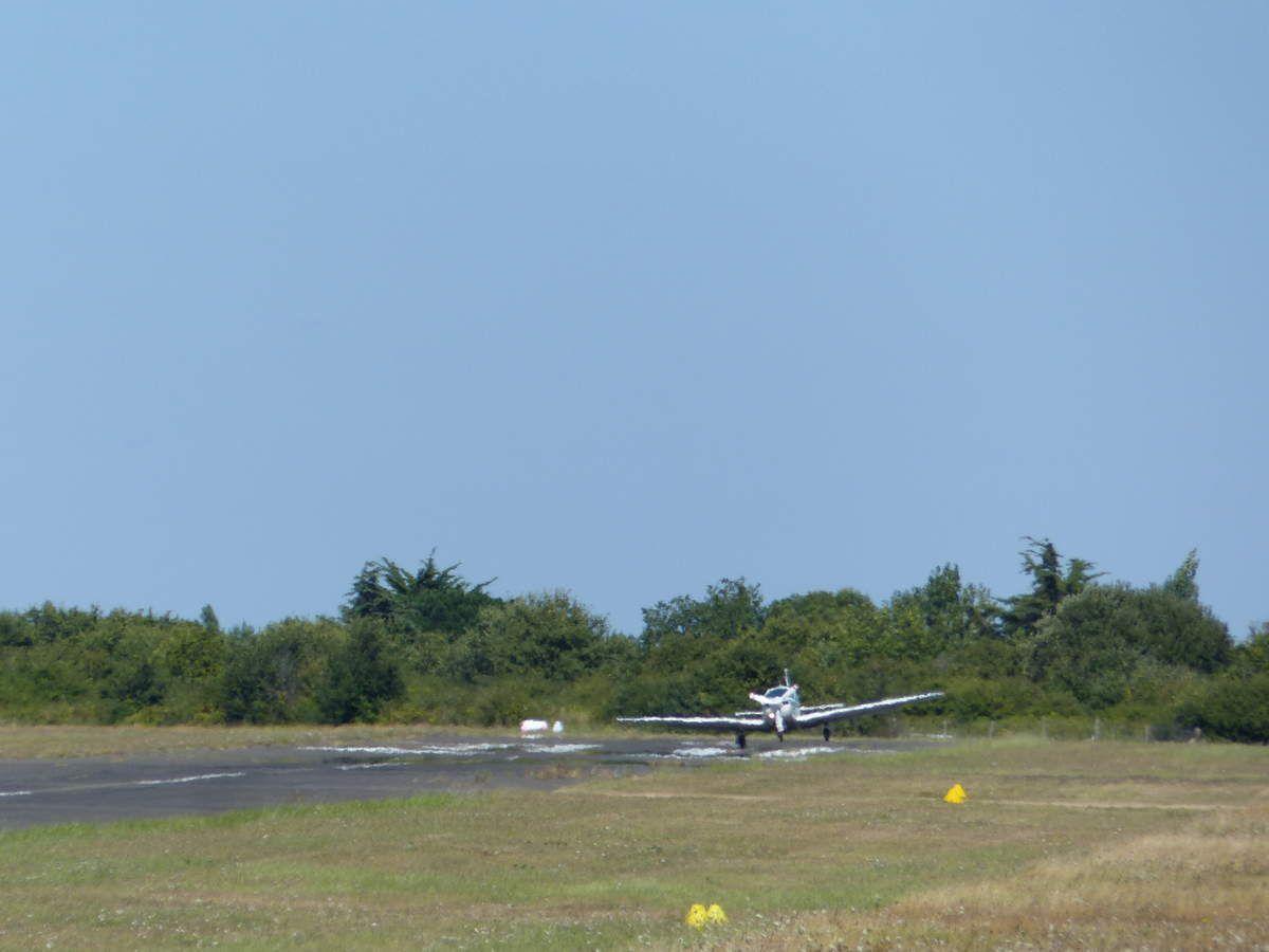Atterrissage sur aérodrome du Château d'Olonne