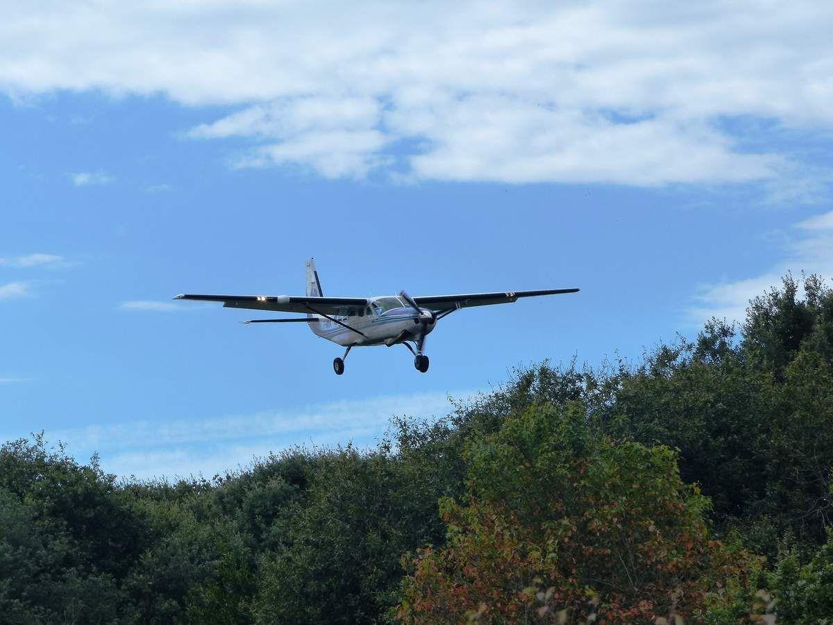 Atterrissage sur l'aérodrome du château d'Olonne