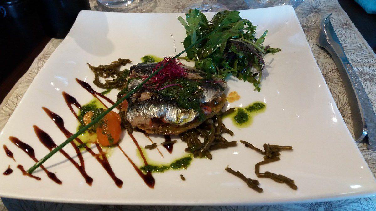 Tarte fine aux sardines salicorne
