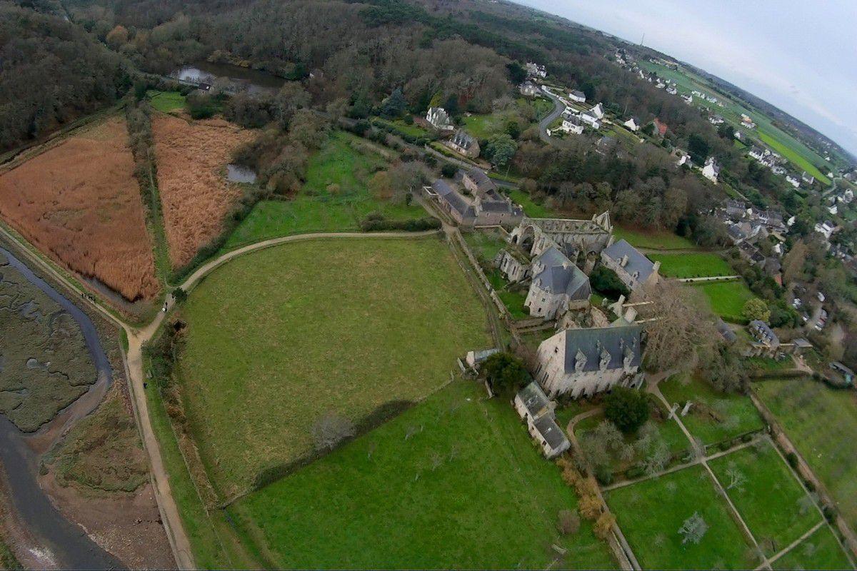 Photos aériennes de l'abbaye de Beauport à Paimpol