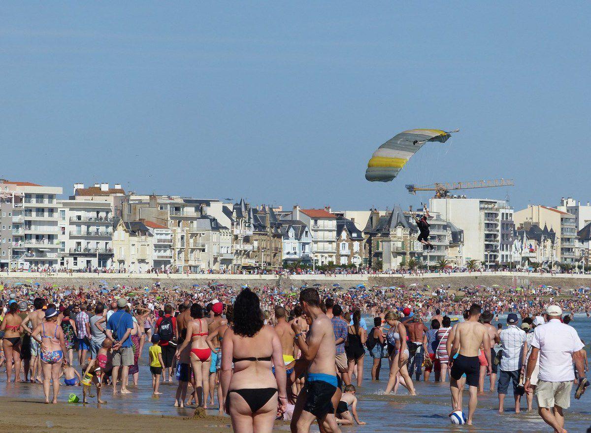 Vendée Air Show  aux Sables d'Olonne : Les parachutistes