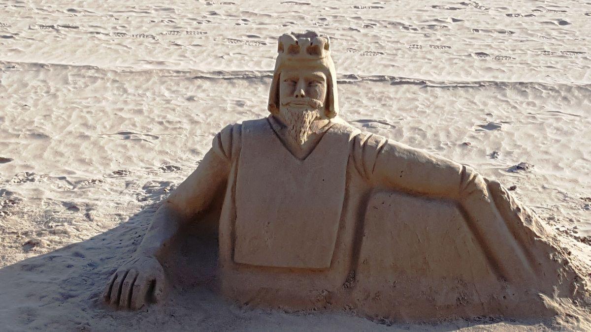 Sculptures de sable effet mer aux Sables d'Olonne