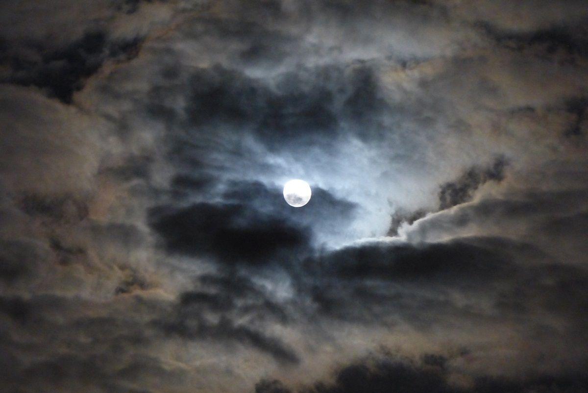 Pleine lune de Décembre sur le château d'Olonne