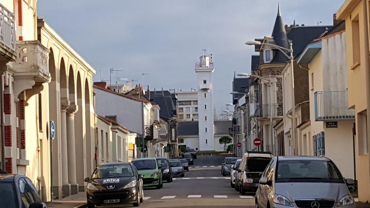La rue des deux phares aux Sables d'olonne