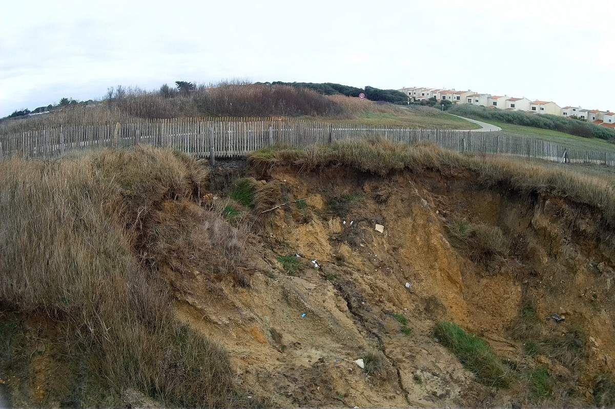 Anse aux moines : Erosion de la falaise