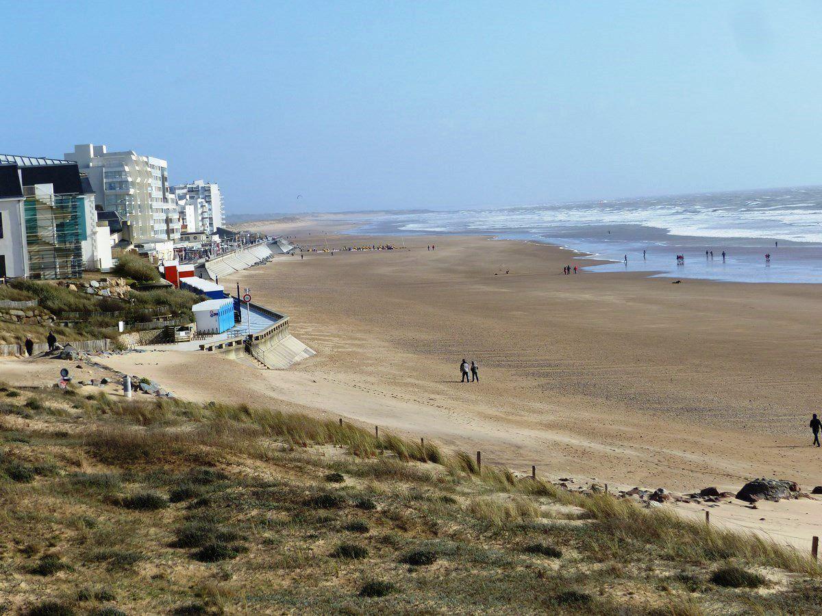 La plage et le remblai