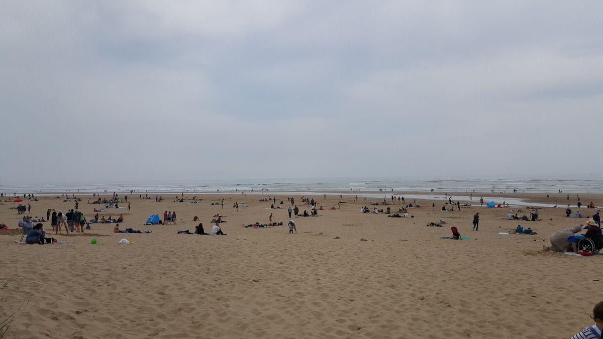 Promenade sur la plage du Veillon un Dimanche de Pâques