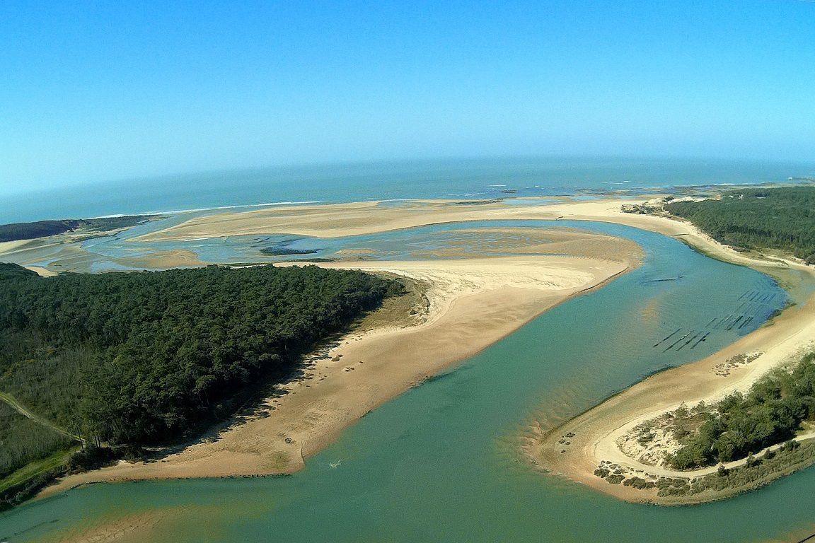 Vue depuis un planeur de La guittière dans l'estuaire du Payré