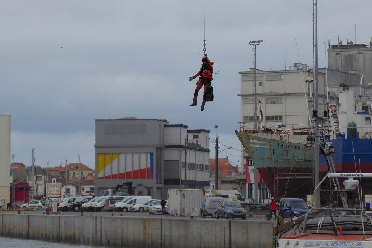 Démonstration d'Hélitreuillage sur le Port des Sables d'Olonne
