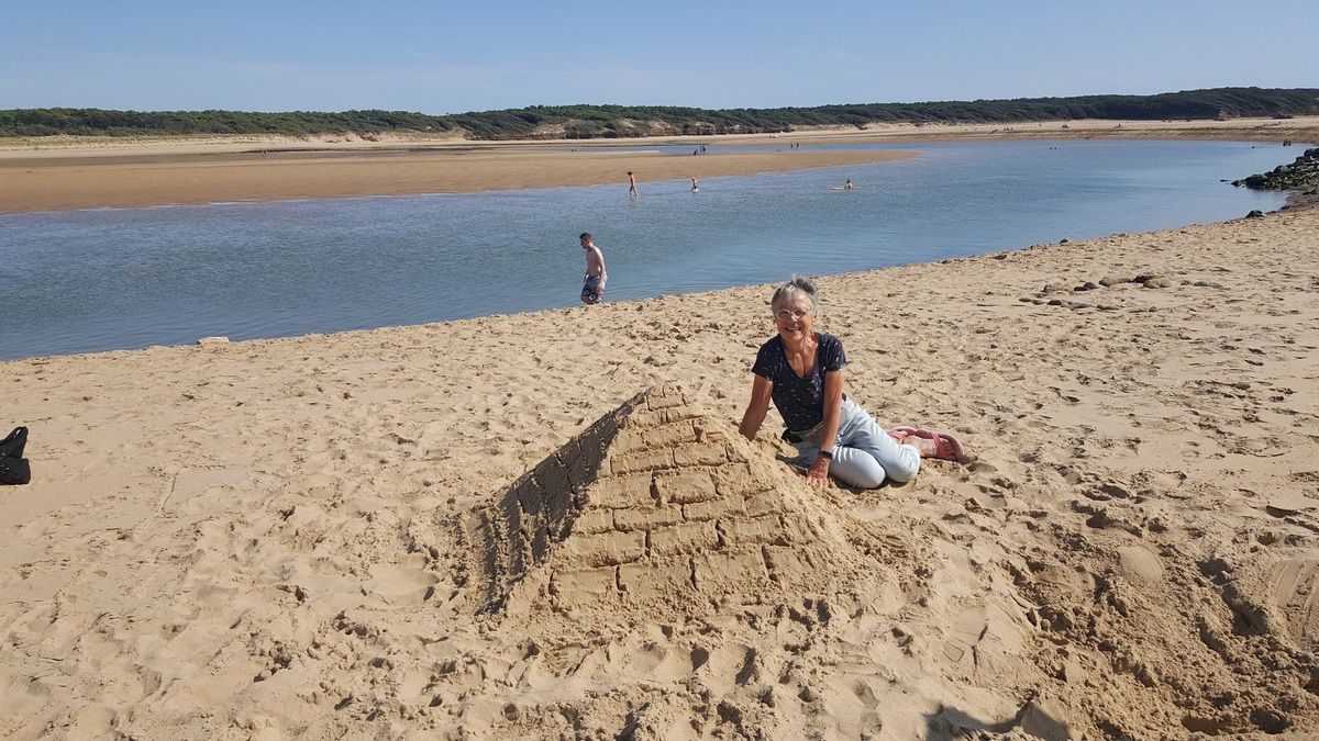 Sur la plage du Veillon (côté estuaire) en août
