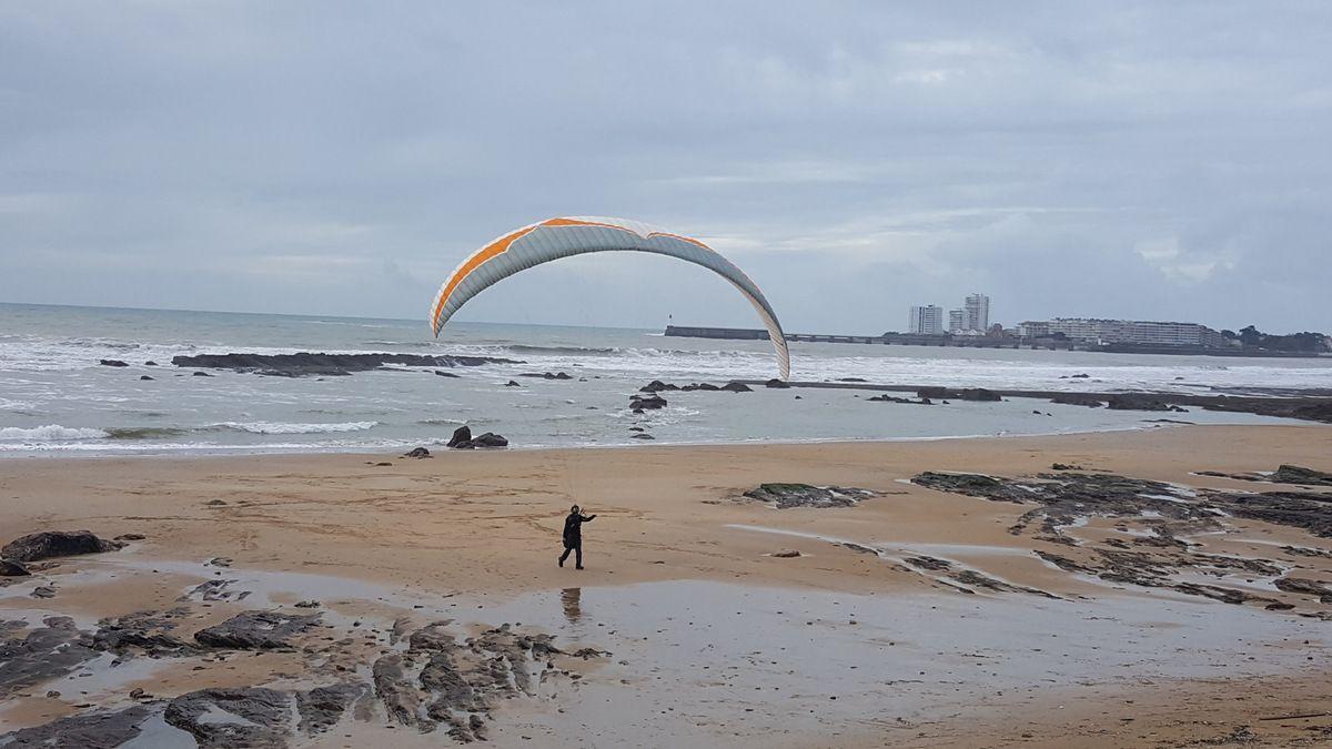 Parapente sur la plage des présidents
