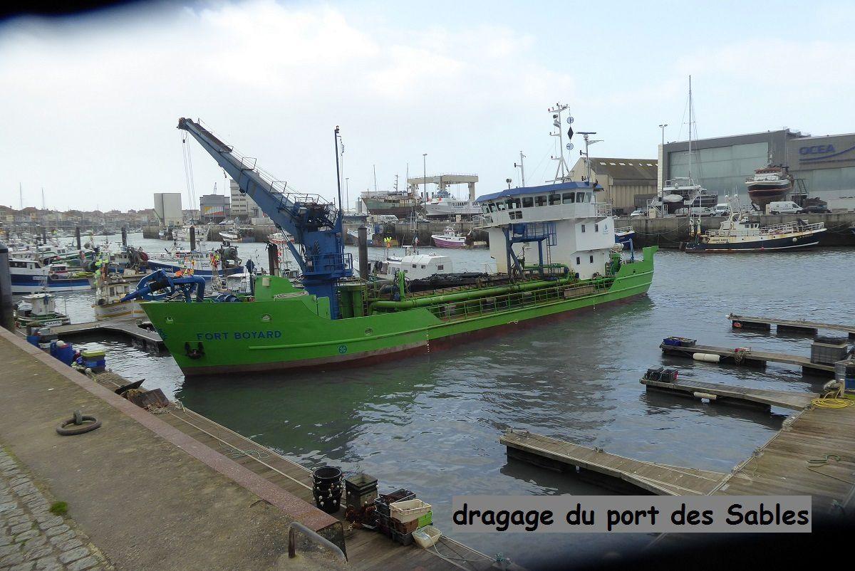 Dragage du port et du chenal au Sables d'Olonne