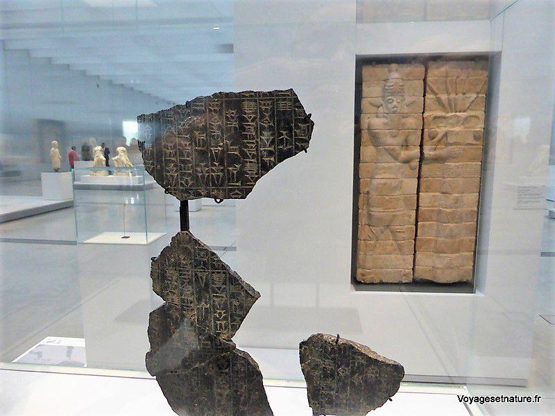 Fragments de stèle avec écriture cunéiforme (-1750 avant JC / Babylone)