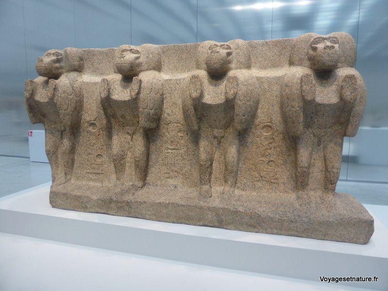 Babouins en granit rose du temple de Louxor (- 1250 avant JC / Egypte)