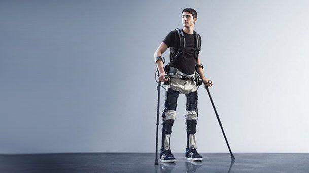 Ekso, l'exosquelette robotisé aide le patient dans sa rééducation à la pratique de la marche.