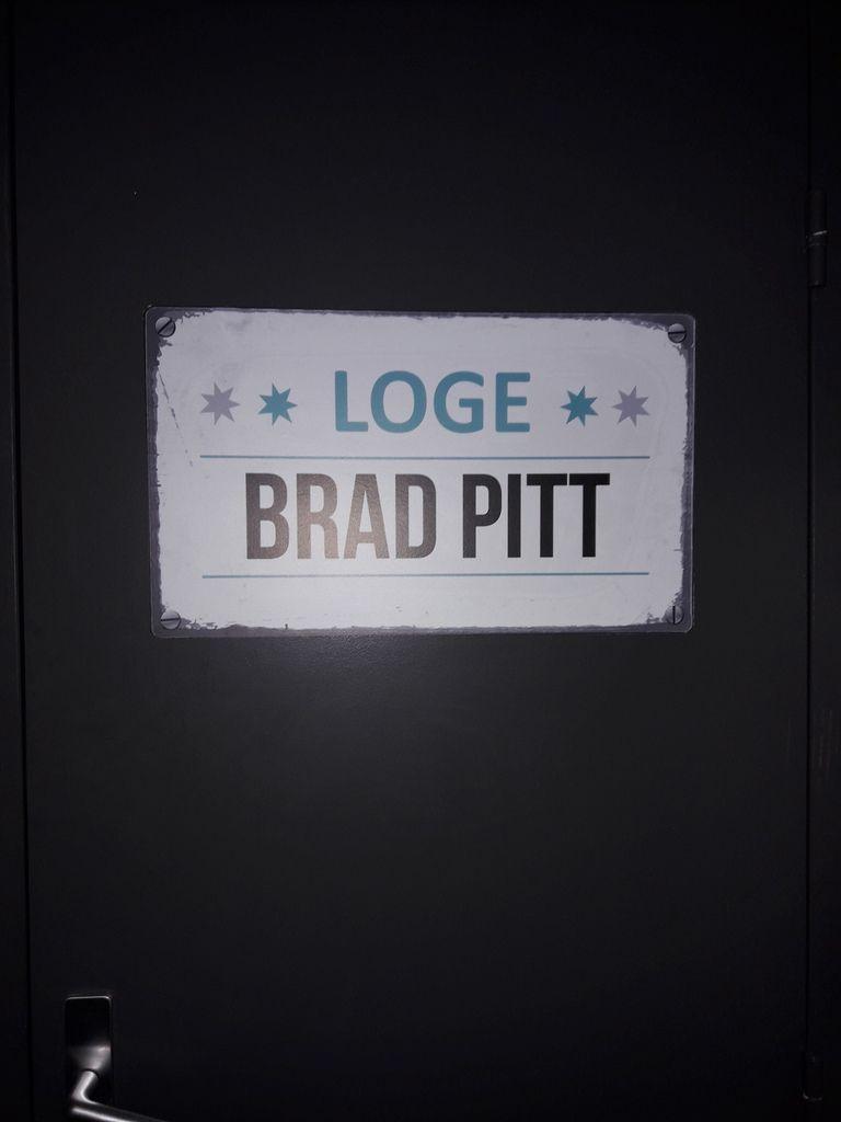 Ce n'est pas la loge de Bratt PITT, c'est seulement les toilettes lol !!!!!!