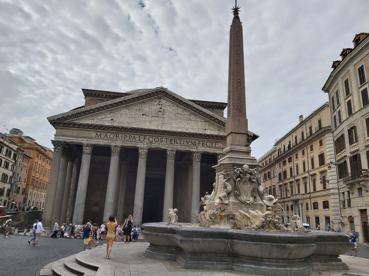 PANTHEON ET SA PLACE