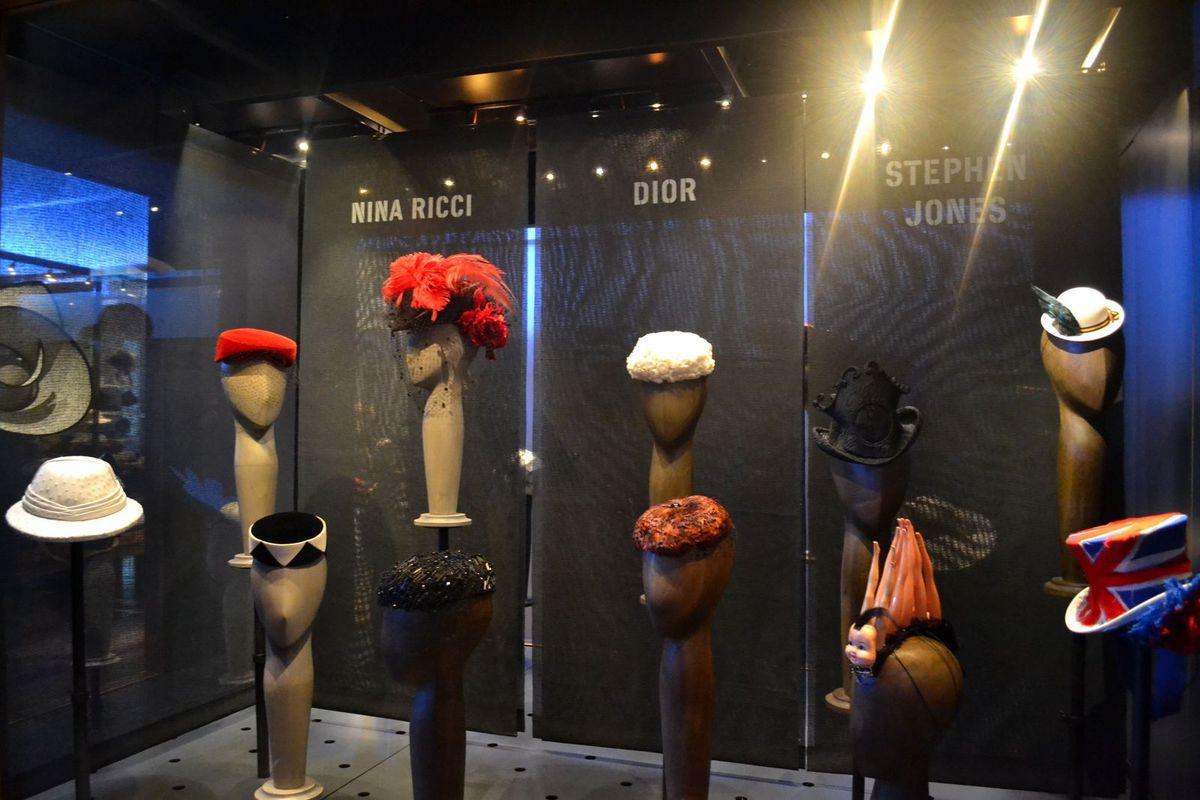 Je joue au Chapelier Fou à l'Atelier-Musée du Chapeau de Chazelles-sur-Lyon!
