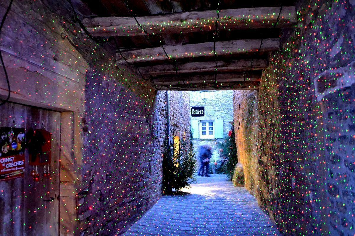 Arrivée au village médiéval d'Oingt dans le Rhône...